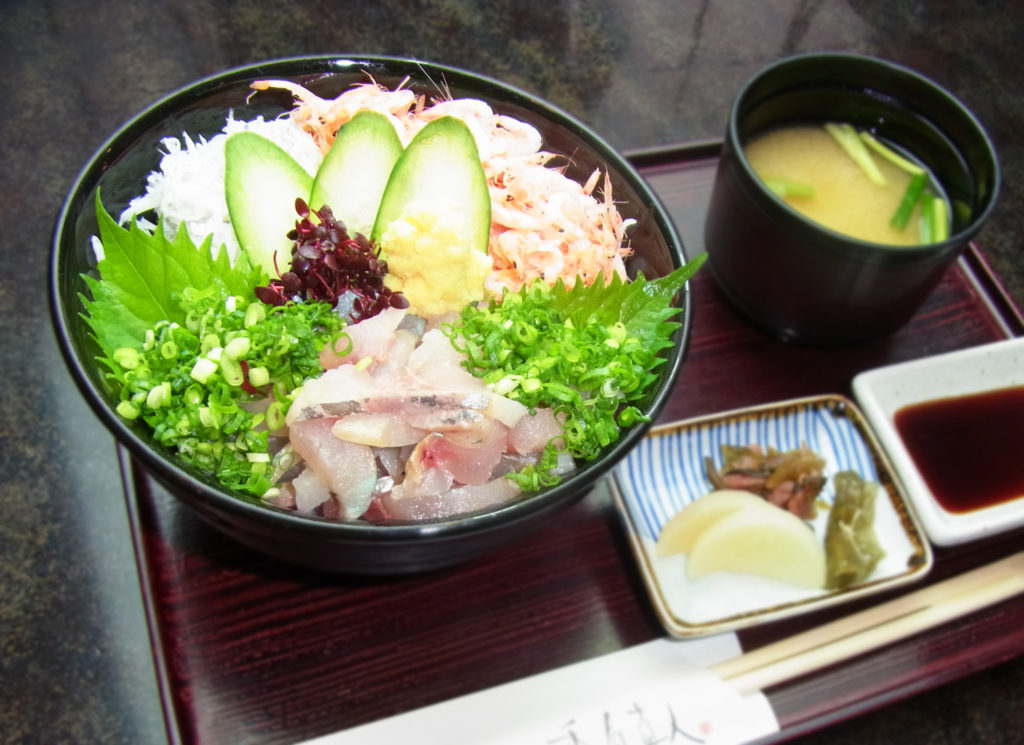 伊豆三色丼 1706円