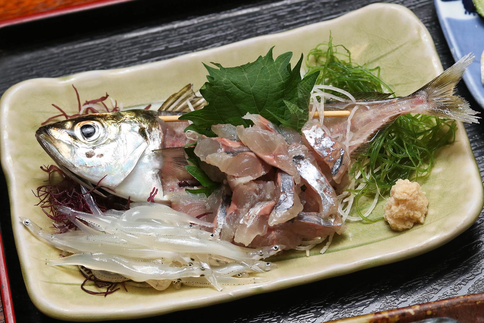 淡島寿司さんのアジ
