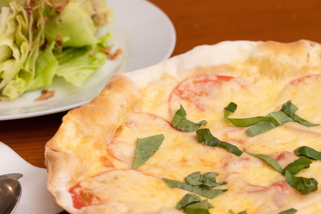 テルマーレ フレッシュトマトとバジリコのピザ