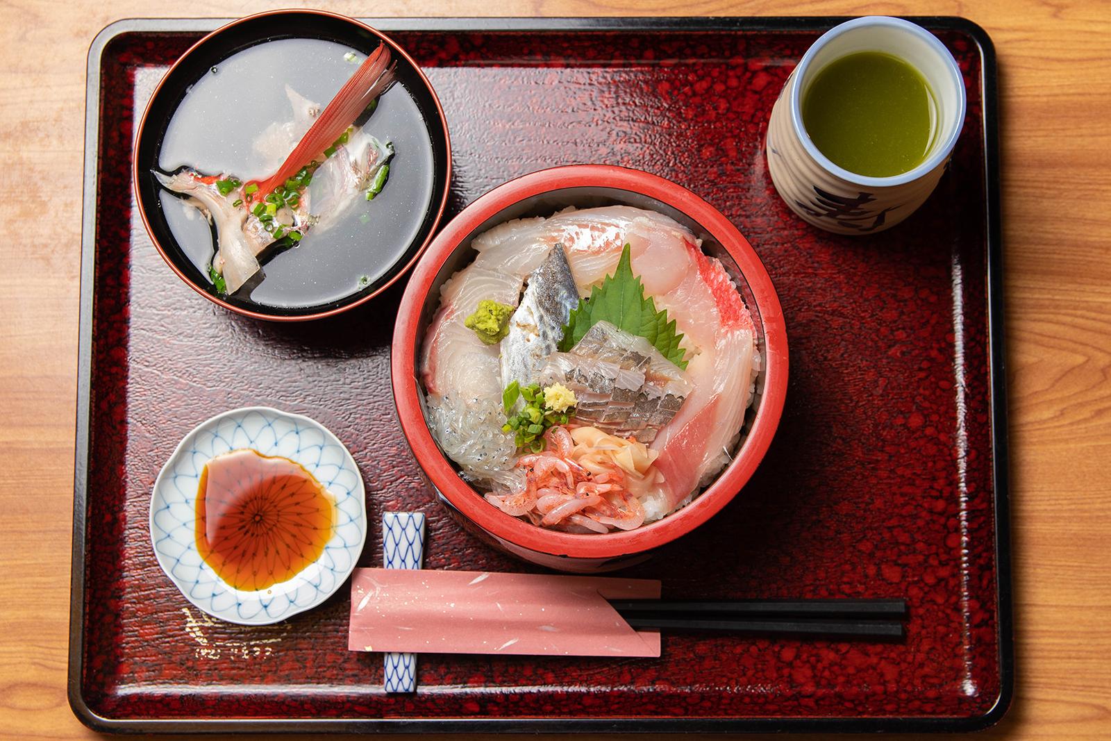 海鮮丼 ¥1,080【税込】